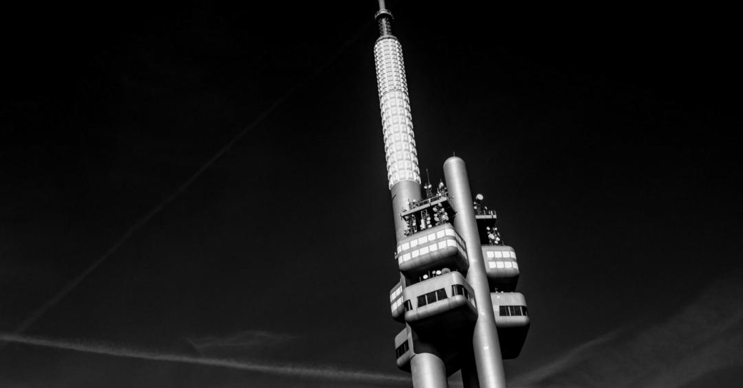 Zizkov television tower: gezellig hangen met een uitzicht
