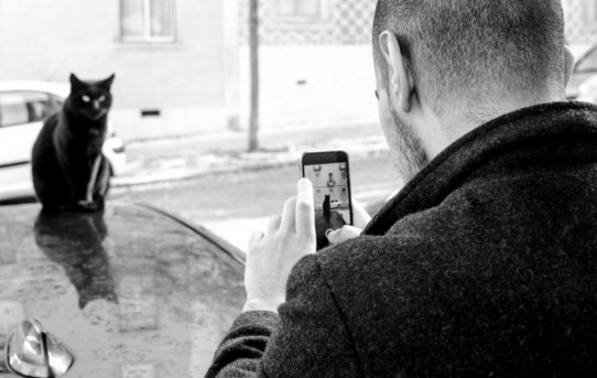 9 Tools Everyone Fan of Smartphone Photography Should Be Using